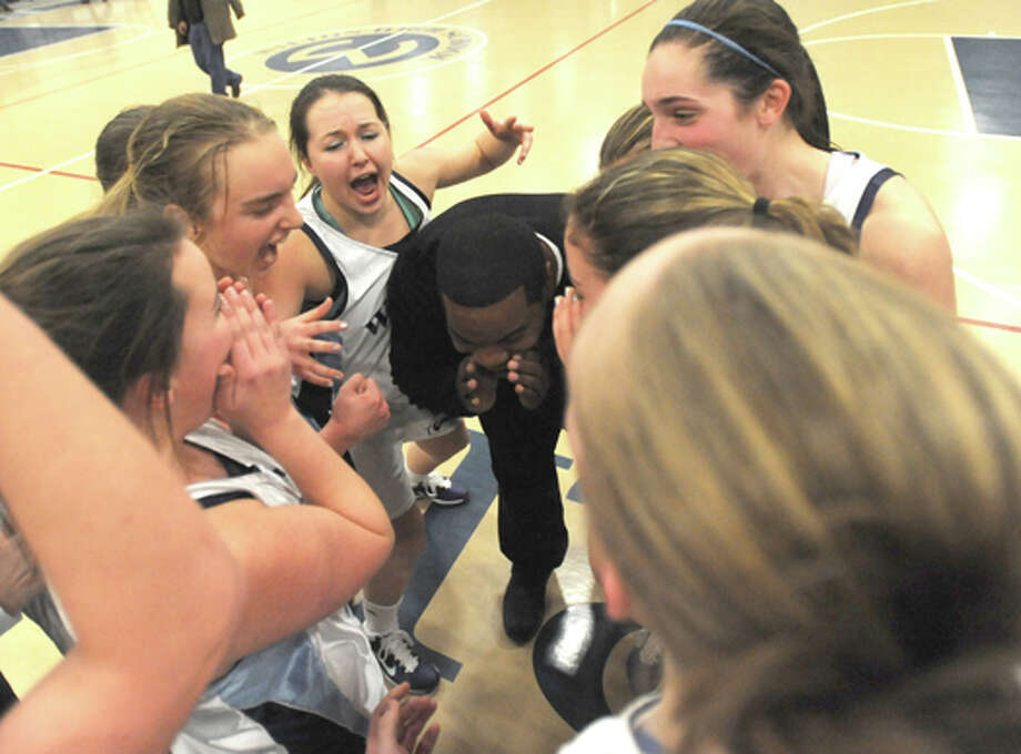Wilton girls basketball team qualifies for state tournament