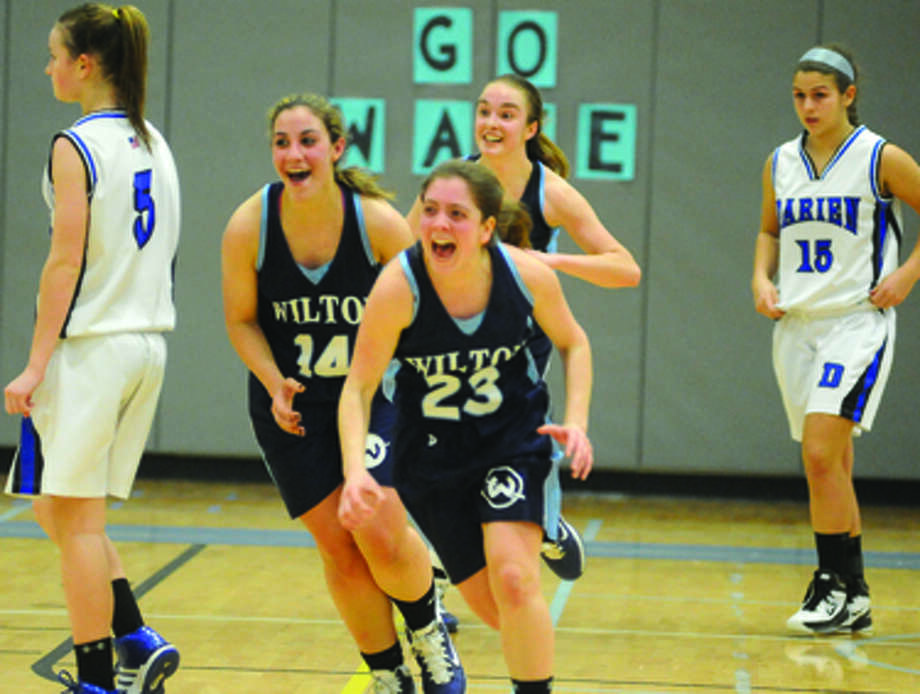 Wilton girls win over Darien . photo/matthew vinci