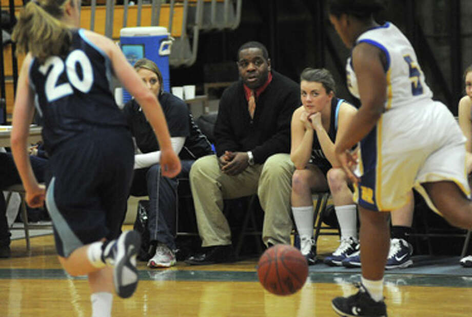 Meet Lester Harris: The assistant coach who almost got a technical foul for talking to one of his players