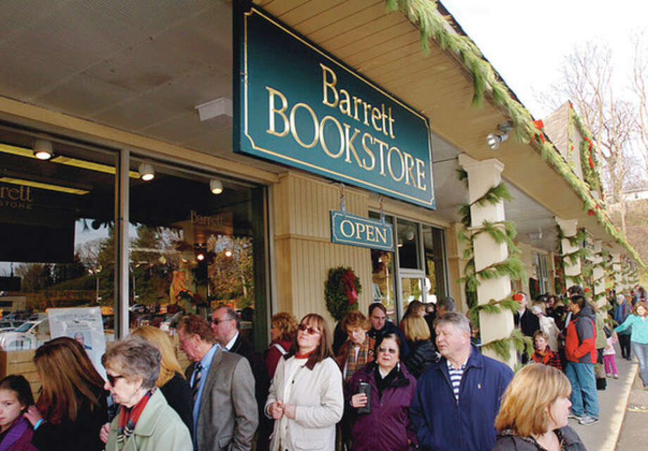 People line up around the block to have Bill Clinton's new book, Back to Work: Why We Need Smart Goverment for a Strong Economy, signed by the author at Barrett's Bookstore in Darien Friday. Hour photo / Erik Trautmann / (C)2011, The Hour Newspapers, all rights reserved