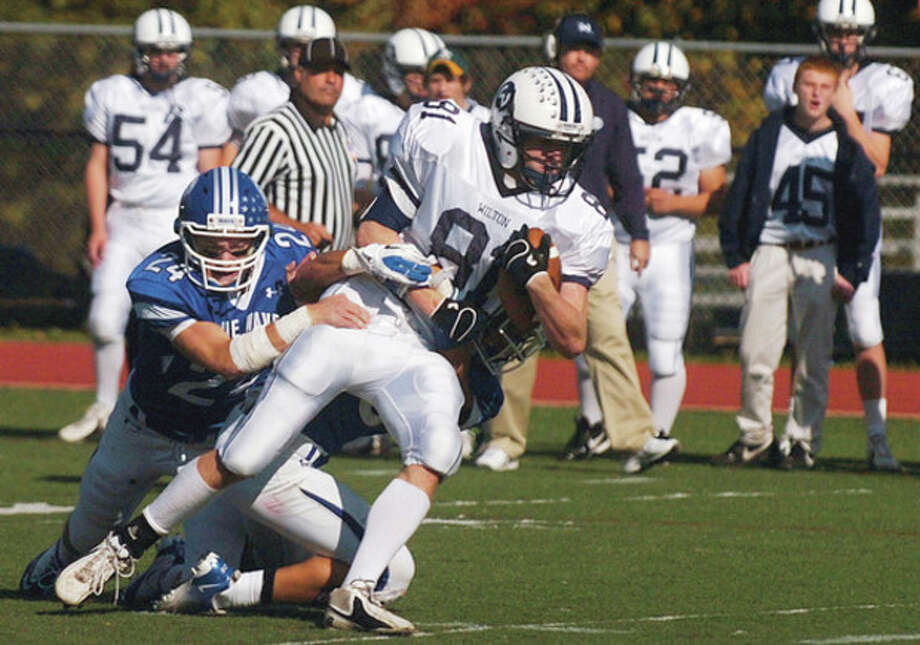 #81 for Wilton looks for running room during their game agaist Darien Saturday. Hour photo / Erik Trautmann / (C)2011, The Hour Newspapers, all rights reserved
