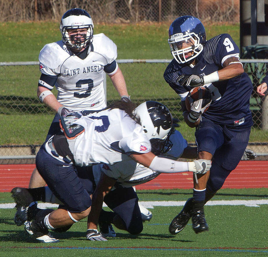McMahon grad Willie Epps rising to challenges on, off field at Southern Connecticut