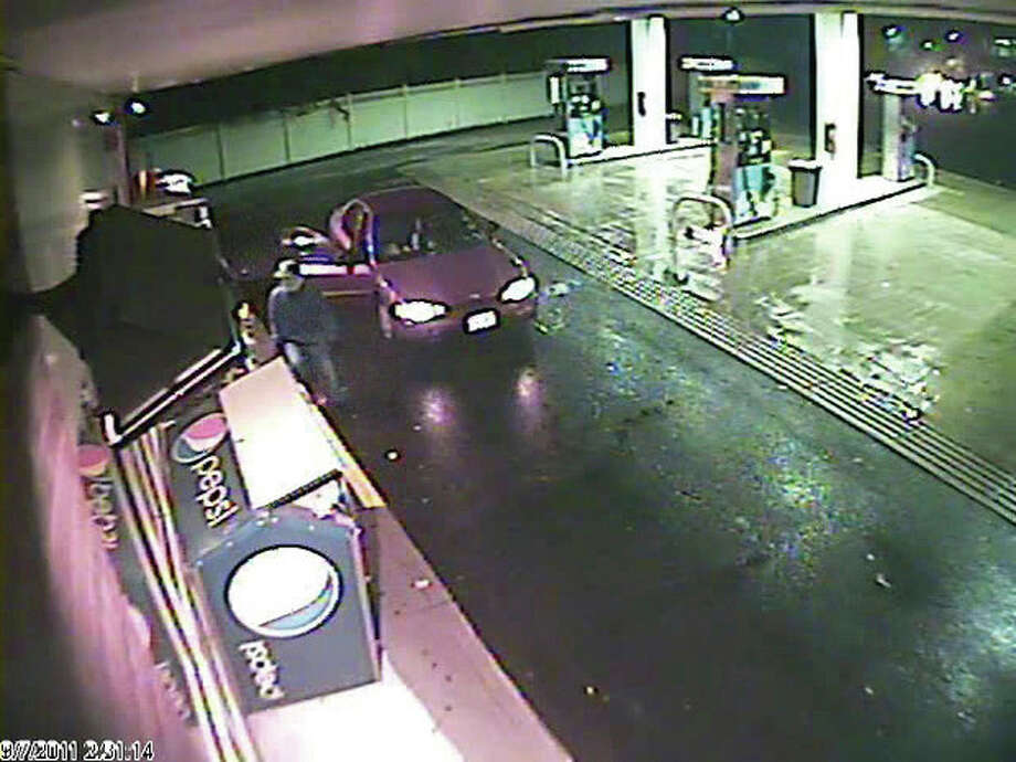 Gulf Express gas station robbed by masked gunman early Wednesday morning