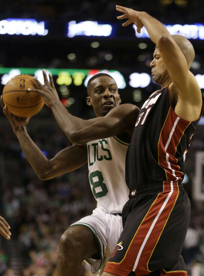 Boston Celtics forward Jeff Green (8), left, looks for an opening around Miami Heat forward Shane Battier (31), right, in the first half of an NBA basketball game at the TD Garden in Boston, Sunday, Jan. 27, 2013. (AP Photo/Steven Senne)