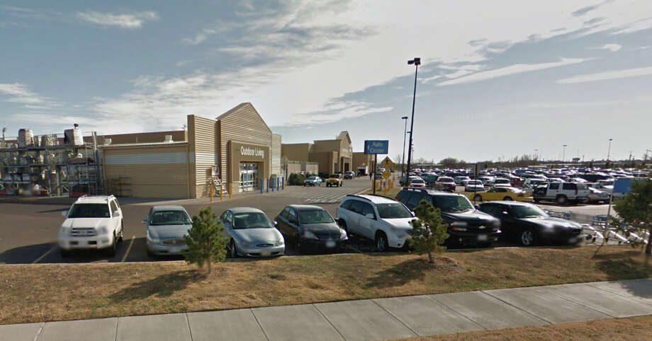 Walmart Supercenter at 4215 Canyon Dr. in Amarillo, Texas. Photo: Google Maps