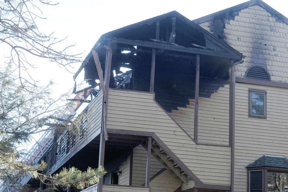 A section of the condo complex that was destroyed Sunday morning from a fire at Oakdale Avenue. hour photo/Matthew Vinci