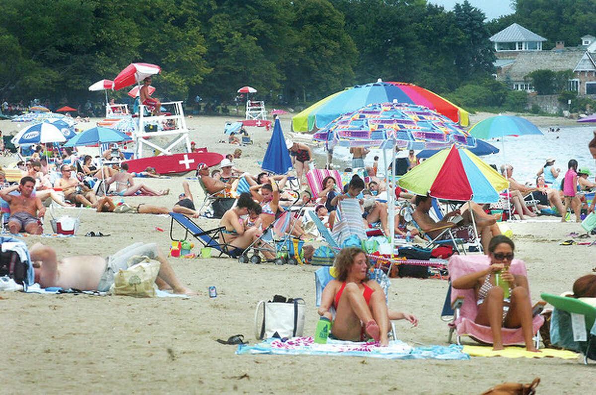 Hour photo / Alex von Kleydorff Crowds back Calf Pasture beach ona summer day in 2011.