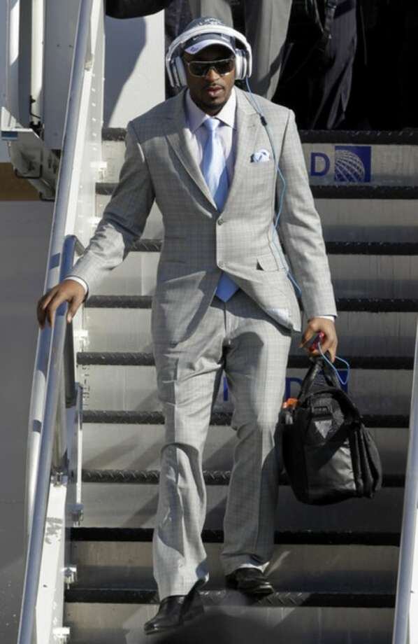 New York Giants wide receiver Hakeem Nicks arrives with his team at Newark Liberty International Airport, Monday, Feb. 6, 2012, in Newark, N.J. A day earlier, the Giants beat the New England Patriots in Super Bowl XLVI. (AP Photo/Julio Cortez)