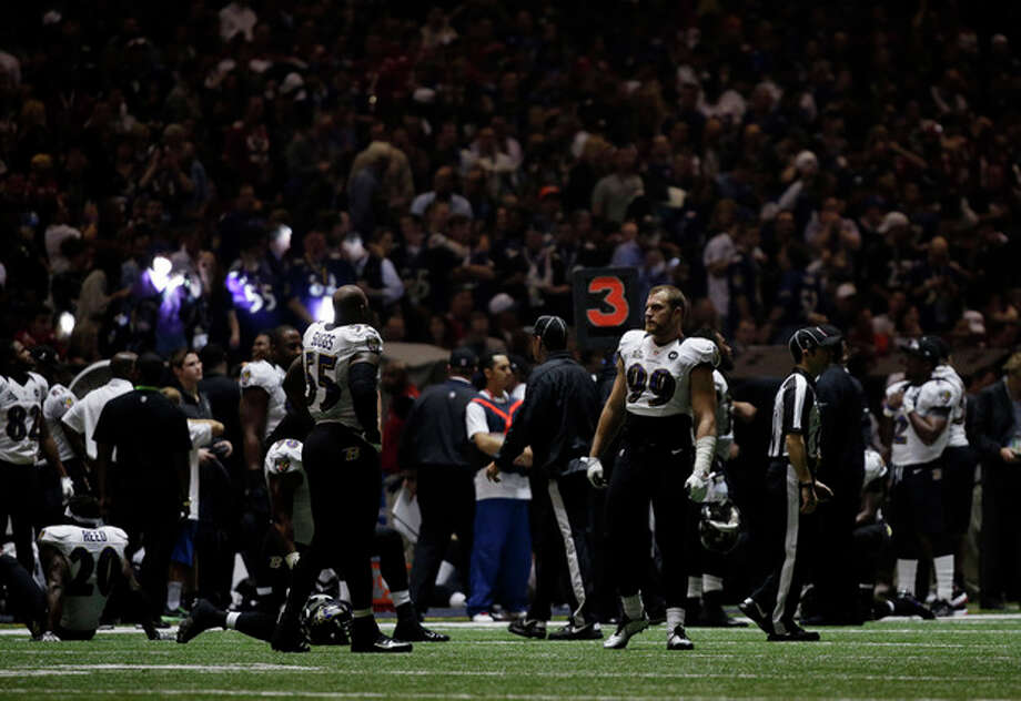 Baltimore Ravens players look around the Superdome after the lights went out during the second half of NFL Super Bowl XLVII football game Sunday, Feb. 3, 2013, in New Orleans. (AP Photo/Matt Slocum) / AP