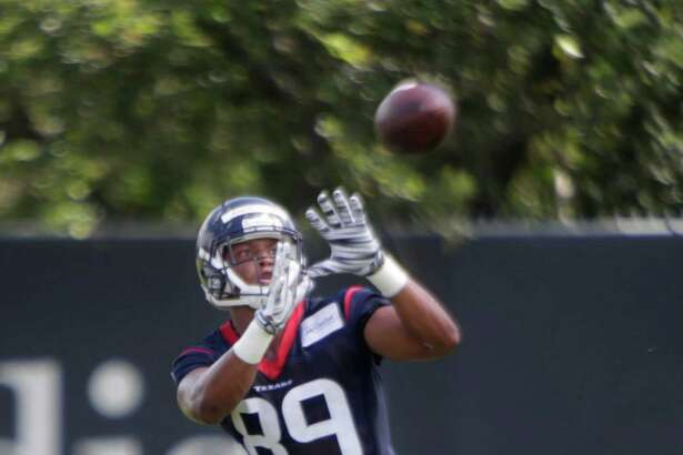 Texans tight end Stephen Anderson catches a pass during mini camp at the Texans practice facility at NRG Stadium, Tuesday, June 14, 2016, in Houston.