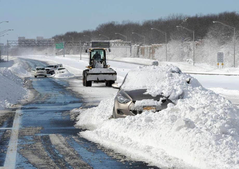 Abandoned cars on the Long Island Expressway after a snow storm on Saturday, Feb. 9, 2013 in Islandia, N.Y. (AP Photo/Kathy Kmonicek) / FR170189 AP