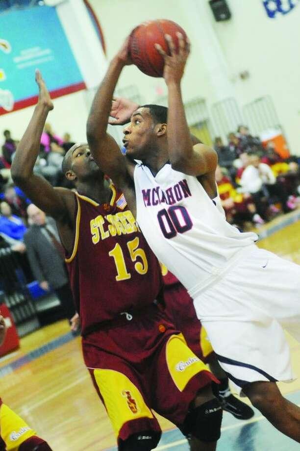 #00 Takari Smalls, Brien McMahon boys basketball Vs. St. Joseph on Thursday. hour photo/matthew vinci