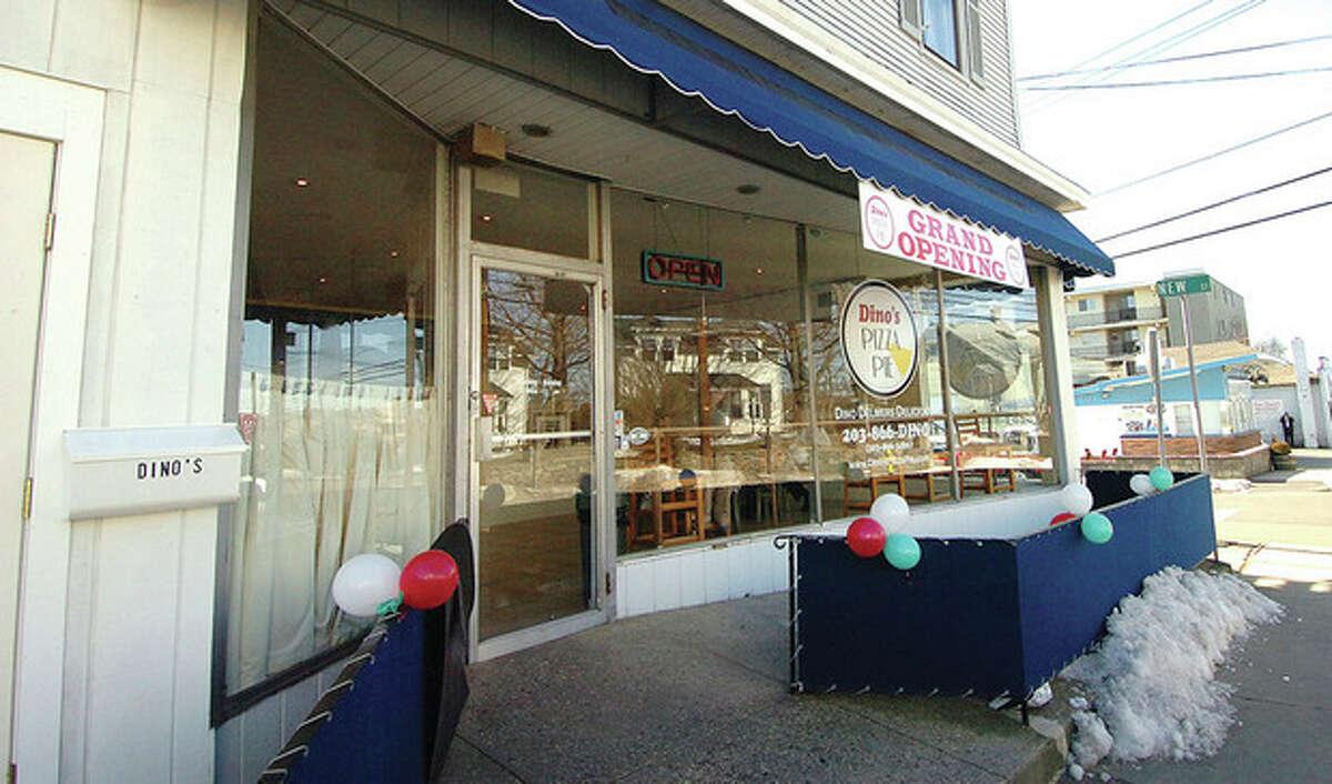 Hour Photo/ Alex von Kleydorff. Dino's Pizza Pie in East Norwalk