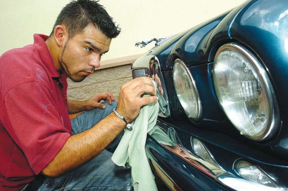 "At Splash hand was detailer Mike Badillo works on the grill of a Jaguar xj6 while giving the car a ""5 star detail"" photo;alex von kleydorf file-08-12-05"