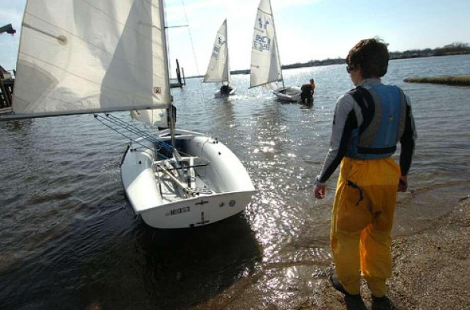 Photo/Alex von Kleydorff. Coach Emmet Smith watches as the class sails away at Stamford Yacht Club.