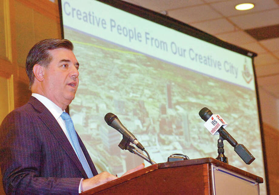 Stamford mayor Michael Pavia gives his State of the City address to the Stamford Chamber of Commerce Thursday at the Stamford Plaza.Hour photo / Erik Trautmann / (C)2011, The Hour Newspapers, all rights reserved