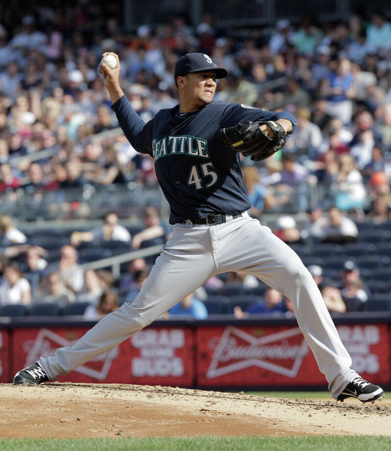 Seattle Mariners pitcher Hector Noesi throws in the third inning of a baseball game against the New York Yankees on Saturday, May 12, 2012 in New York. (AP PhotoPeter Morgan) / AP