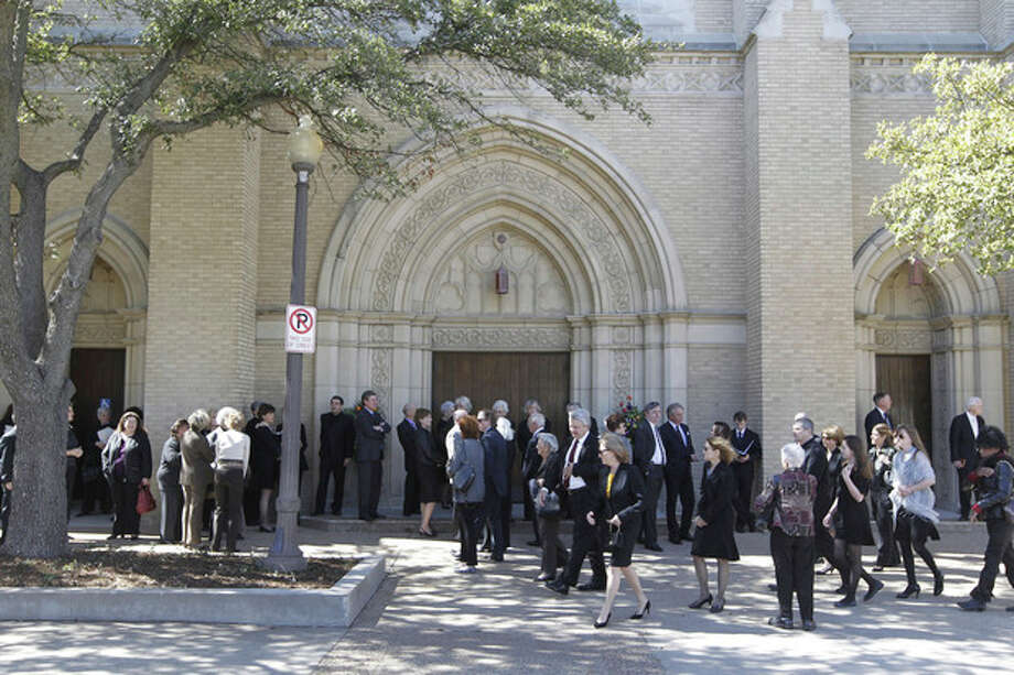 Choir members and early arrivals wait for Broadway Baptist Church to open for the funeral service of Van Cliburn in Fort Worth, Texas on Sunday, March 3, 2013. About 1,400 people attended a memorial service for Cliburn, who died Wednesday at 78 after fighting bone cancer. As the service began, the Fort Worth Symphony Orchestra accompanied a choir as pall bearers carried his flower-covered coffin into the Fort Worth church. (AP Photo/Star-Telegram, Ron T. Ennis, Pool) / POOL Fort Worth Star-Telegram