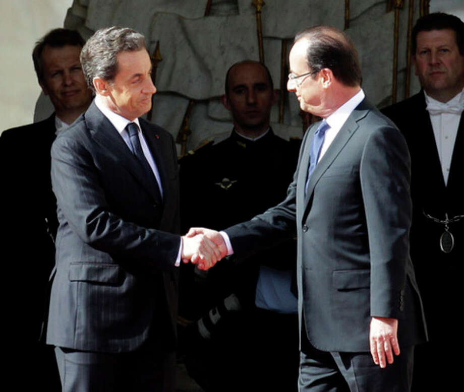 Outgoing French President Nicolas Sarkozy, left, welcomes President-elect President Francois Hollande before the handover ceremony, Tuesday, May 15, 2012 in Paris. (AP Photo/Michel Euler) / AP