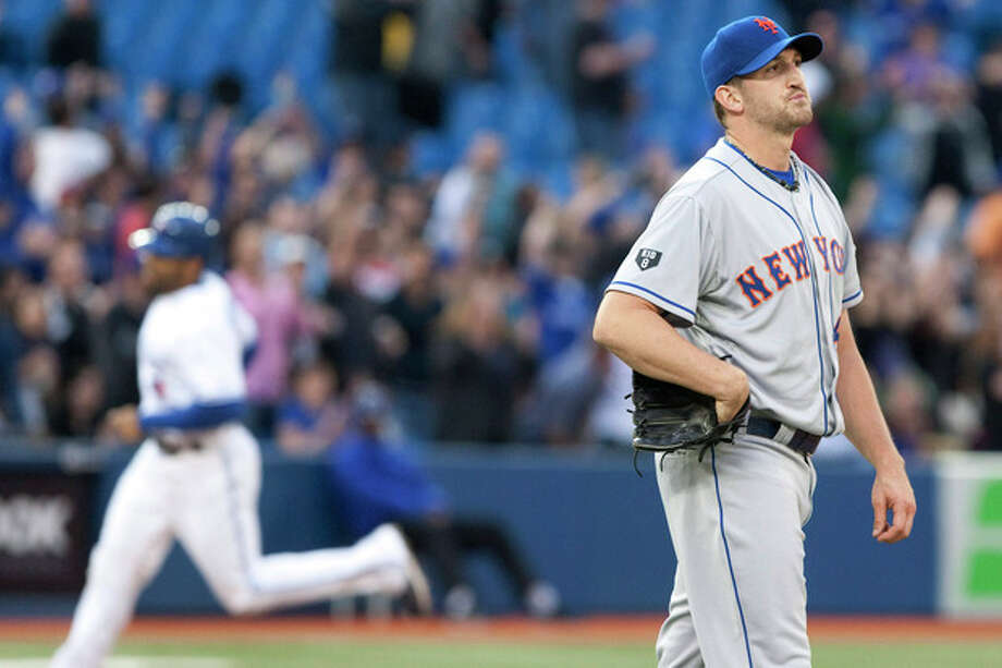 New York Mets starting pitcher Jonathon Niese, right, reacts asToronto Blue Jays Rajai Davis rounds the bases on a home run during the third inning of a baseball game in Toronto on Friday, May 18, 2012. (AP Photo/The Canadian Press, Chris Young) / The Canadian Press