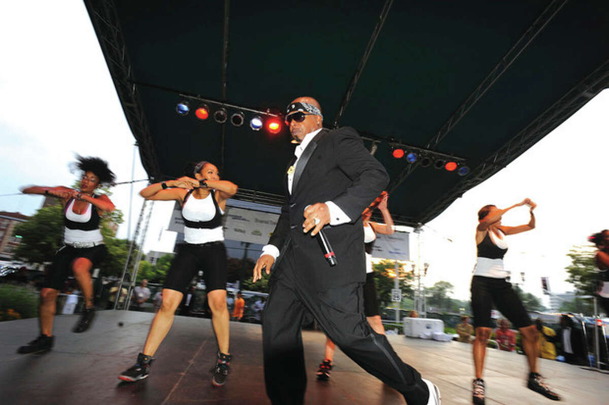 MC Hammer performs Thursday night in Stamford at the Alive @ 5 event. photo/matthew vinci