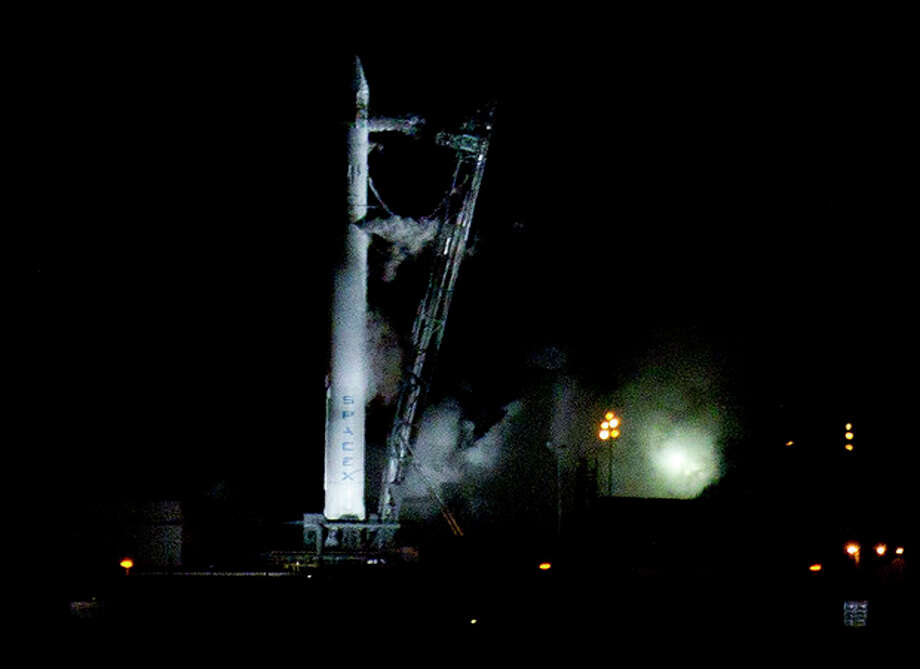 The Falcon 9 SpaceX rocket sits on the launch pad at complex 40 moments after the launch was aborted due to technical problems at the Cape Canaveral Air Force Station in Cape Canaveral, Fla., early Saturday, May 19, 2012.(AP Photo/John Raoux) / AP