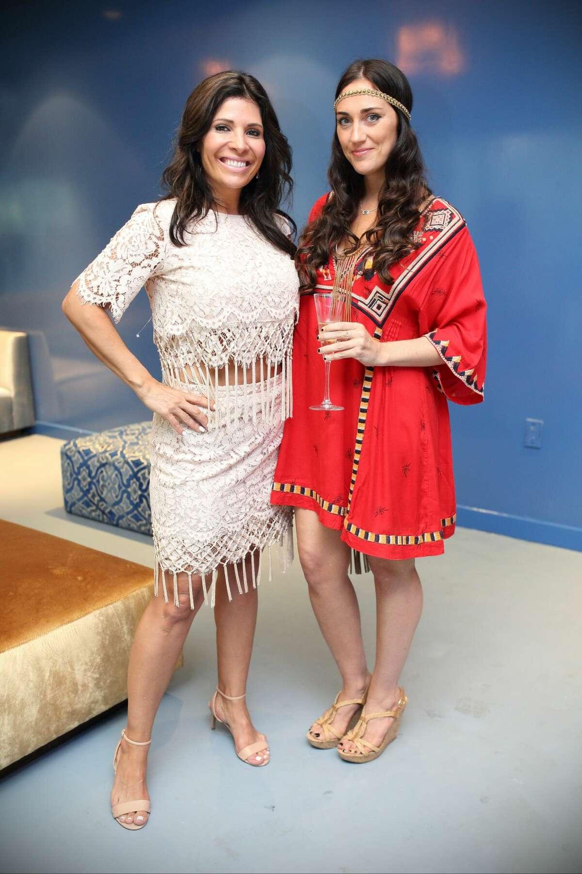 Claudia Sierra, Rachel Lewis