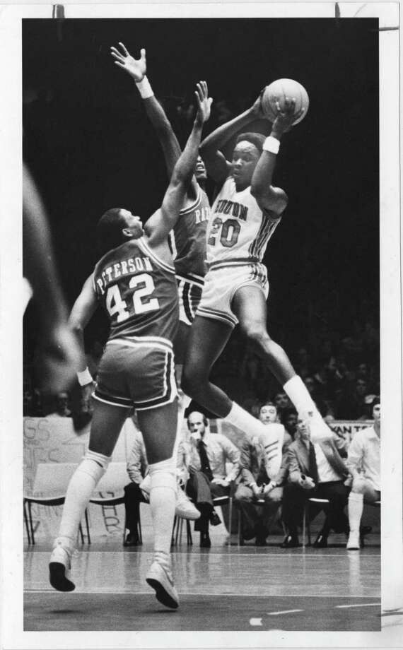 UH guard Rob Williams (20) soars through the lane past Arkansas' Keith Peterson in a Cougars victory on Feb. 13, 1982, at Hofheinz Pavillion.  The old Southwest Conference rivals will meet again in 2017 and 2018. Photo: Larry Reese, © Houston Chronicle / Houston Chronicle