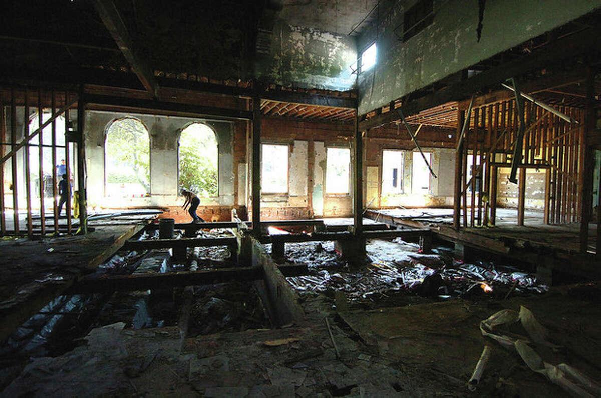 Hour Photo/Alex von Kleydorff. Work ongoing as the interior of Fitch School is being demolished
