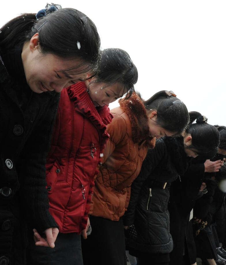 Mourners bow in front of a portrait of late North Korean leader Kim Jong Il at Kim Il Sung Square in Pyongyang, North Korea, Wednesday, Dec. 21, 2011. (AP Photo) / AP
