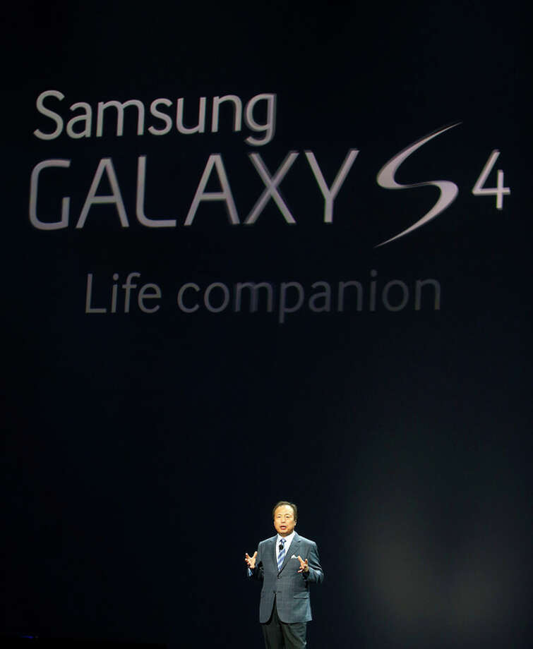 JK Shin, President and Head of IT and Mobile Communications for Samsung Electronics, presents the new Samsung Galaxy S 4 during the Samsung Unpacked event at Radio City Music Hall, Thursday, March 14, 2013 in New York. (AP Photo/Jason DeCrow) / FR103966 AP