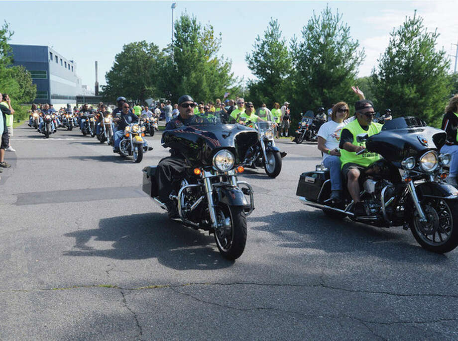 The Ct. United Ride rolls out of Nordon Place in Norwalk Sunday morning. hour photo/matthew vinci / (C)2011, The Hour Newspapers, all rights reserved