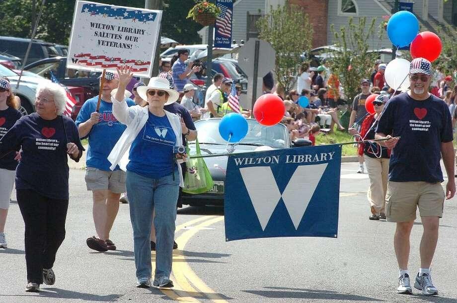 Hour Photo/ Alex von Kleydorff. Wiltons Memorial Day Parade heads up Old Ridgefield Rd
