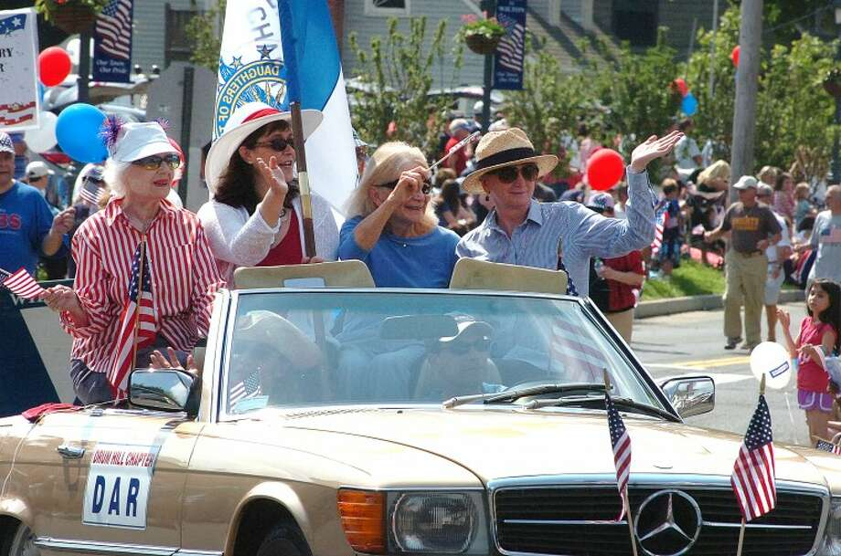 Hour Photo/ Alex von Kleydorff. Wiltons Memorial Day Parade heads up Old Ridgefield Rd