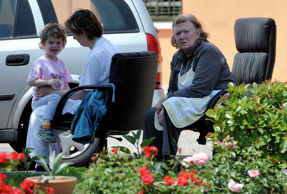 People are evacuated from their homes in Mirandola, northern Italy, Tuesday, May 29, 2012. A magnitude 5.8 earthquake struck the same area of northern Italy stricken by another fatal tremor on May 20. (AP Photo/Marco Vasini) / AP