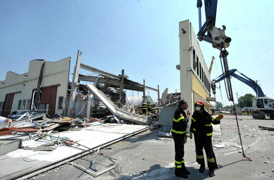 Italian firefighters search the debris of a collapsed factory in Mirandola, northern Italy, Tuesday, May 29, 2012. A magnitude 5.8 earthquake struck the same area of northern Italy stricken by another fatal tremor on May 20. (AP Photo/Marco Vasini) / AP