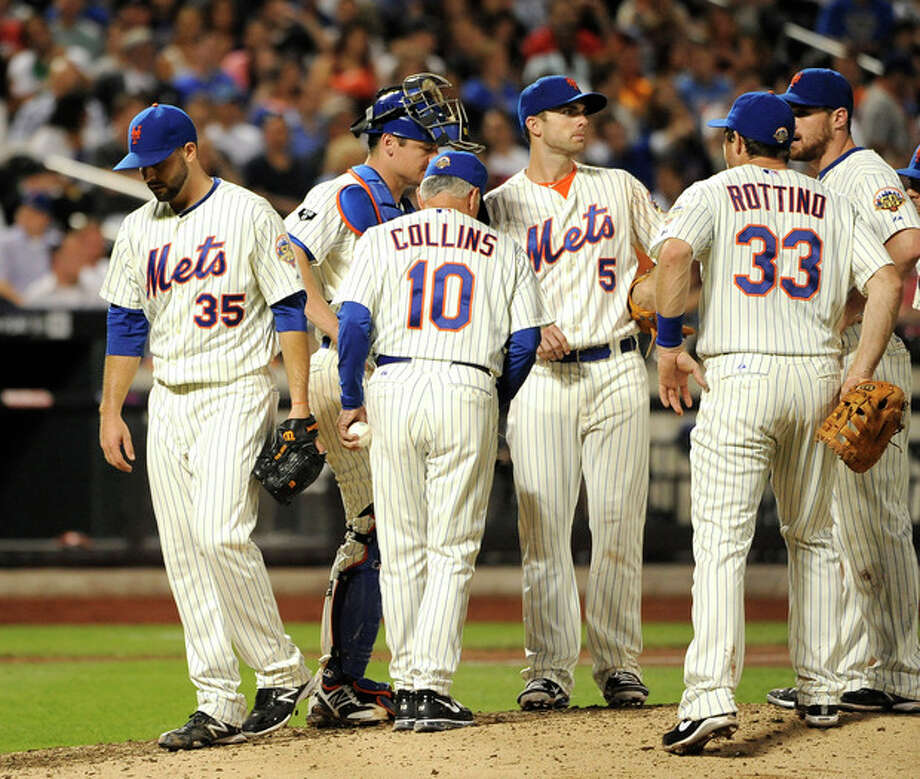 New York Mets manager Terry Collins (10) takes starting pitcher Dillon Gee (35) out of the baseball game after Philadelphia Phillies Brian Schneider hit a double in the seventh inning of a baseball game on Wednesday, May 30, 2012, at Citi Field in New York. (AP Photo/Kathy Kmonicek) / FR170189 AP