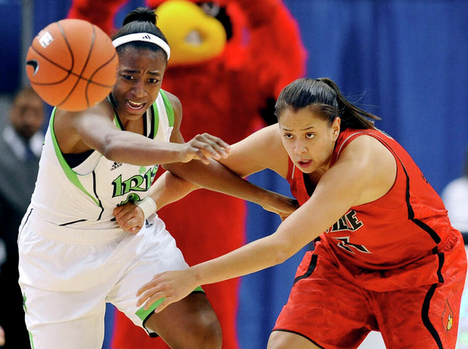 Notre Dame's Jewell Loyd, left, and Louisville's Shoni Schimmel, right, chase a loose ball in the first half of an NCAA college basketball game in the semifinals of the Big East Conference tournament in Hartford, Conn., Monday, March 11, 2013. (AP Photo/Jessica Hill) / FR125654 AP