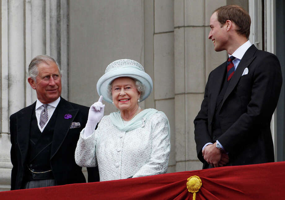 Britain's Prince Charles, Britain's Queen Elizabeth II and Prince William stand on the balcony at Buckingham Palace during the Diamond Jubilee celebrations in central London Tuesday June 5, 2012. Four days of nationwide celebrations during which millions of people have turned out to mark the Queen's Diamond Jubilee conclude on Tuesday with a church service and carriage procession through central London. (AP Photo/Stefan Wermuth, Pool) / POOL Reuters