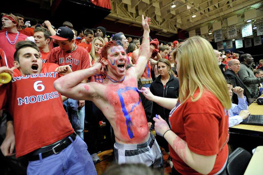 Robert Morris fans cheer as their team takes the court to warm up before an NIT college basketball game against Kentucky on Tuesday, March 19, 2013, in Coraopolis, PA. (AP Photo/Don Wright) / FR87040 AP