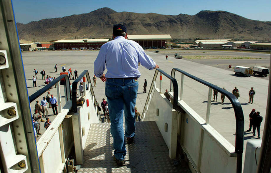 U.S. Defense Secretary Leon Panetta walks off his plane as he arrives at Kabul International Airport in Kabul, Afghanistan Thursday, June 7, 2012. Panetta arrived in Afghanistan on Thursday to take stock of progress in the war and discuss plans for the troop drawdown, even as violence spiked in the south. (AP Photo/Jim Watson, Pool) / AFP POOL