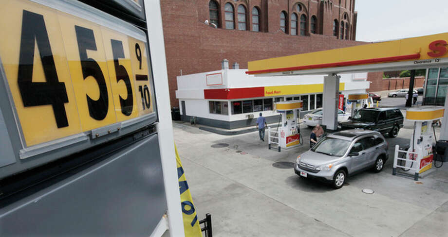 Premium gas at a station is selling at $4.55 per gallon at a north side station, Monday, June 11, 2012, in Chicago. U.S. oil production topped 6 million barrels a day in the first quarter of 2012, which was a 14-year high, according to the Energy Information Administration. (AP Photo/M. Spencer Green) / AP