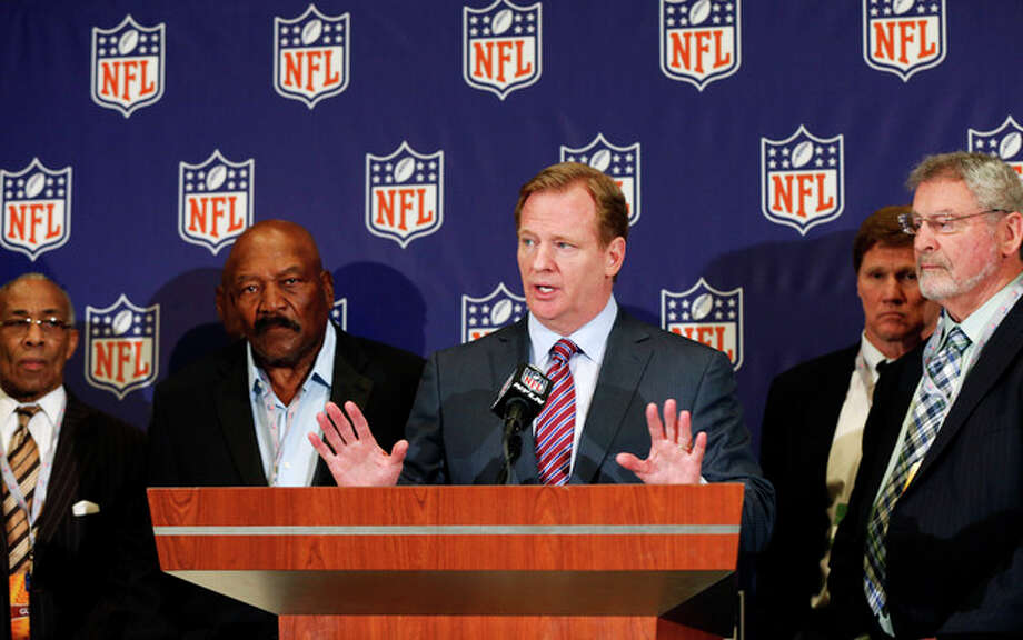 NFL football commissioner Roger Goodell, center, speaks during a news conference at the Arizona Biltmore, Monday, March 18, 2013, in Phoenix. They announced the NFL has agreed to pay $42 million as part of a settlement with a group of retired players who challenged the league over using their names and images without their consent. (AP Photo/Matt York) / AP