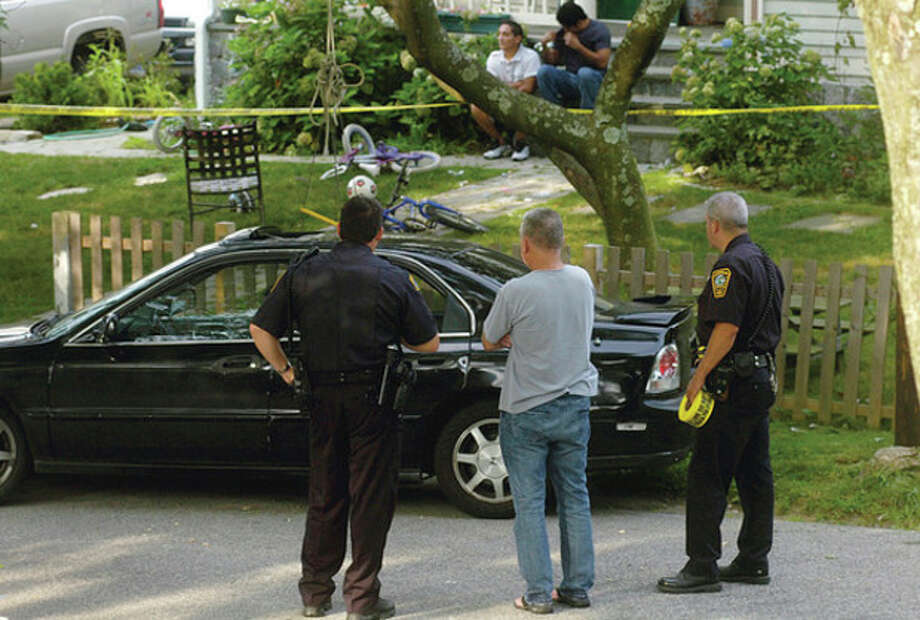 Hour photo / Erik Trautmann Police investigate the shooting deaths of a couple whose bodies were discovered in a car on Avenue B in Norwalk early Saturday morning. / (C)2011, The Hour Newspapers, all rights reserved