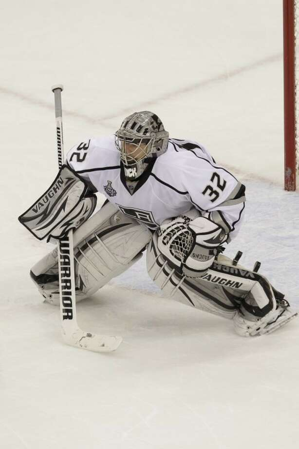 Los Angeles Kings goalie Jonathan Quick (32) prepares to make a save during the second period of Game 2 of the NHL hockey Stanley Cup finals Saturday, June 2, 2012  in Newark, N.J. (AP Photo/Kathy Willens)