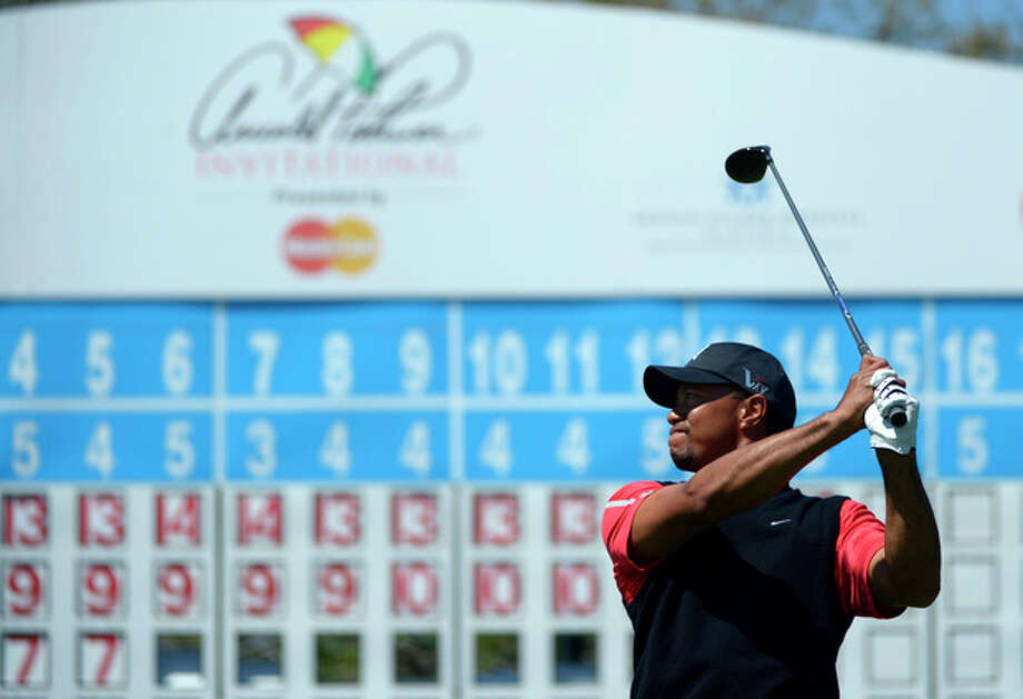 Tiger Woods watches his tee shot on the 15th hole during the final round of the Arnold Palmer Invitational golf tournament in Orlando, Fla., Monday, March 25, 2013. (AP Photo/Phelan M. Ebenhack) / FR121174 AP