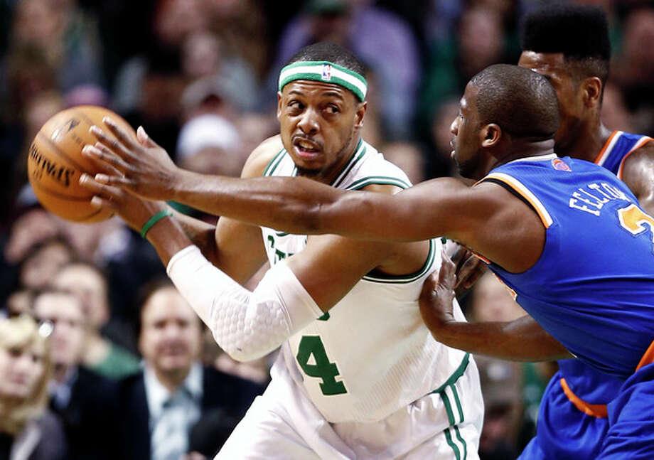 Boston Celtics' Paul Pierce, left, looks for an opening against New York Knicks' Raymond Felton during the first quarter of an NBA basketball game in Bostonn Tuesday, March 26, 2013. (AP Photo/Winslow Townson) / FR170221 AP
