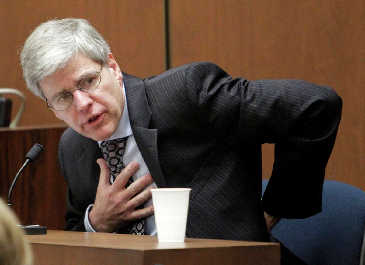 Anesthesiology expert Dr. Steven Shafer gestures as part of testimony about the proper way to administer cardio-pulmonary resuscitation, during Dr. Conrad Murray's involuntary manslaughter trial, Wednesday, Oct. 19, 2011, in downtown Los Angeles. Murray has pleaded not guilty and faces four years in prison and the loss of his medical license if convicted of involuntary manslaughter in Michael Jackson's death. (AP Photo/Reed Saxon, Pool)