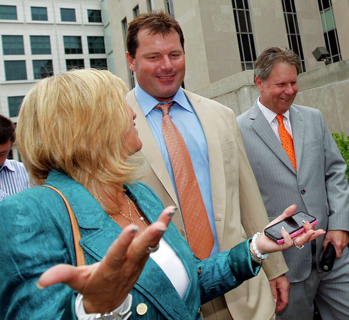 Former Major League Baseball pitcher Roger Clemens, center leaves federal court with his wife Debbie Clemens, left, and others, Monday, June 18, 2012 in Washington after his acquittal on charges of lying to Congress in 2008 when he denied ever using performance-enhancing drugs. (AP Photo/Alex Brandon)