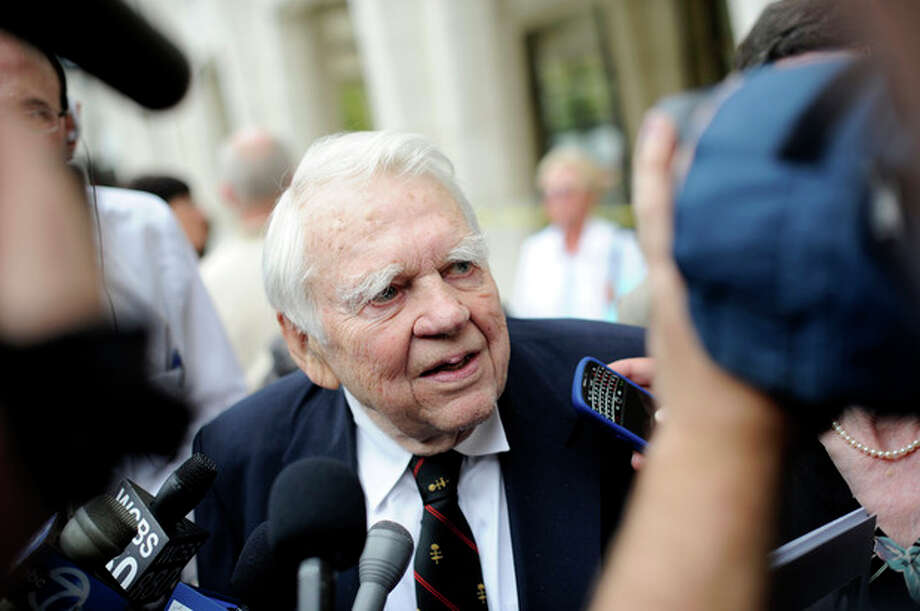 """FILE - In this Aug. 9, 2009 file photo, 60 Minutes' Andy Rooney, center leaves the Celebration of Life Memorial ceremony for Walter Cronkite at Avery Fisher Hall in New York. CBS says former """"60 Minutes"""" commentator Andy Rooney died at age 92. (AP Photo/Stephen Chernin, File) / AP2009"""